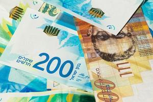 stapel verschillende Israëlische sjekel-geldrekeningen - bovenaanzicht foto