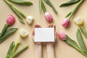 mooie bloemencompositie voor moederdag foto