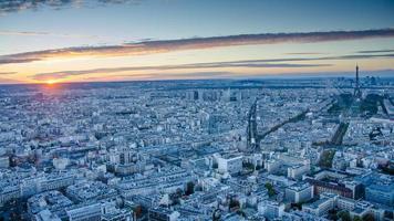 aeriel uitzicht op Parijs bij zonsondergang foto