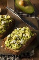 gezonde zelfgemaakte avocadotoost foto