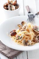 Italiaanse traditionele pasta spaghetti alle vongole foto