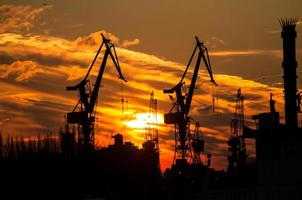 silhouet van de haven in Hamburg
