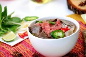 Vietnamees eten roept pho tai foto