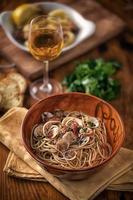 spaghetti met venusschelpen foto