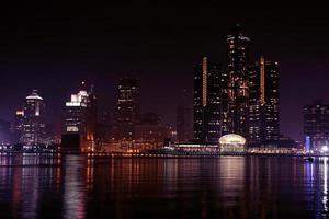 Detroit skyline 's nachts foto