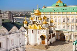 het bovenaanzicht van de kathedraal van de aankondiging in het kremlin foto