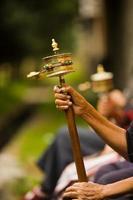 Tibetaanse gebedsmolen draait foto