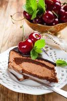 stuk heerlijke chocolademousse cake foto