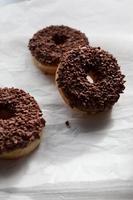 de chocolade donuts foto