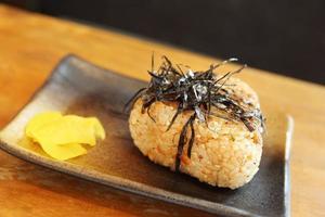 grill onigiri foto