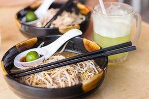 laksa, traditioneel eten in Kuching, Borneo