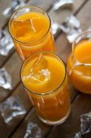 koud sinaasappelsap foto