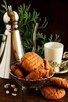 koekjes met pinda's en chocolade. foto
