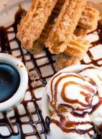 spaanse churro dessertbord foto