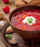 Oekraïense en Russische nationale rode soep borsjtclose-up foto