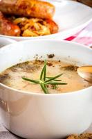 traditionele Poolse soep zuurdesem. foto