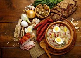 traditionele Poolse Pasen soep zurek foto