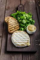 gegrilde camembert foto