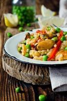 paella met mosselen en doperwtjes