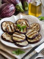gegrilde aubergines foto