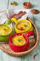 braadpan met pasta en gehakt foto