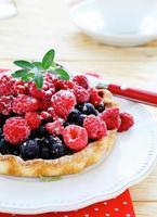 mini taartje met frambozen en krenten foto