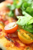 blt pizza close-up foto