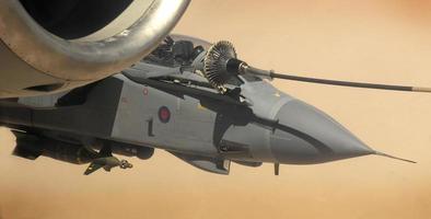 raf tornado lucht bijtanken afghanistan irak midden oosten woestijn foto