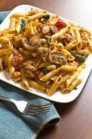 penne nostra pasta met champignons foto