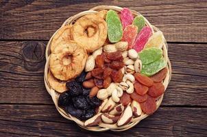 gedroogd fruit en noten foto