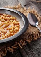 tomatensoep met pasta. foto
