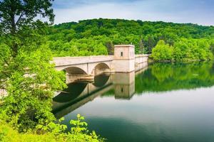 de top van de Prettyboy-dam, in Baltimore County, Maryland. foto