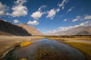 woestijn bergbeek, landschap en lucht foto