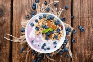 zelfgemaakte bosbessenyoghurt foto