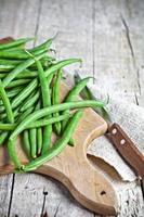 groene snijbonen en mes foto