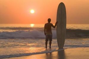 zonsondergang surfer foto