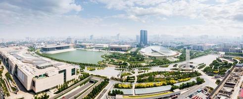 panoramische skyline en moderne gebouwen van tianjin foto