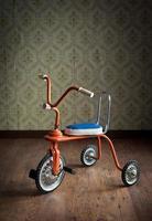 vintage kleurrijke driewieler foto
