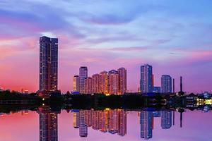 een deel van Bangkok in de schemering