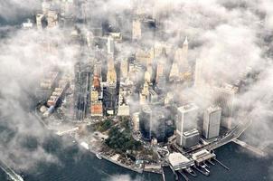 New York City door de wolken foto