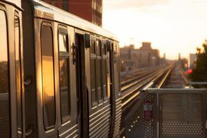 zonsondergang trein foto