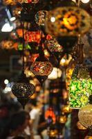 Turkse lantaarns op de grote bazaar foto