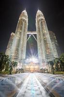 petronas twin towers in kuala lumpu, maleisië foto