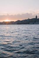 Turkije, Istanbul, met het oog op beyoglu en galata toren, zonsondergang foto