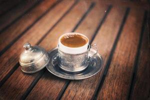 retro stijlbeeld van traditionele Turkse koffie foto