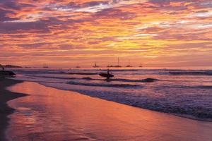 surfplank zonsondergang silhouet foto