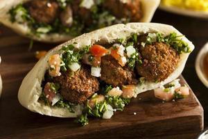 gezonde vegetarische falafel pita foto
