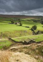 Yorkshire dales stenen herder hut in het landschap foto