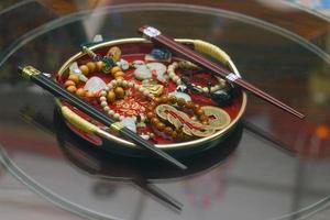 eetstokjes en andere objecten van de Aziatische cultuur foto