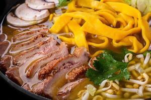ramen soep met eendenvlees foto